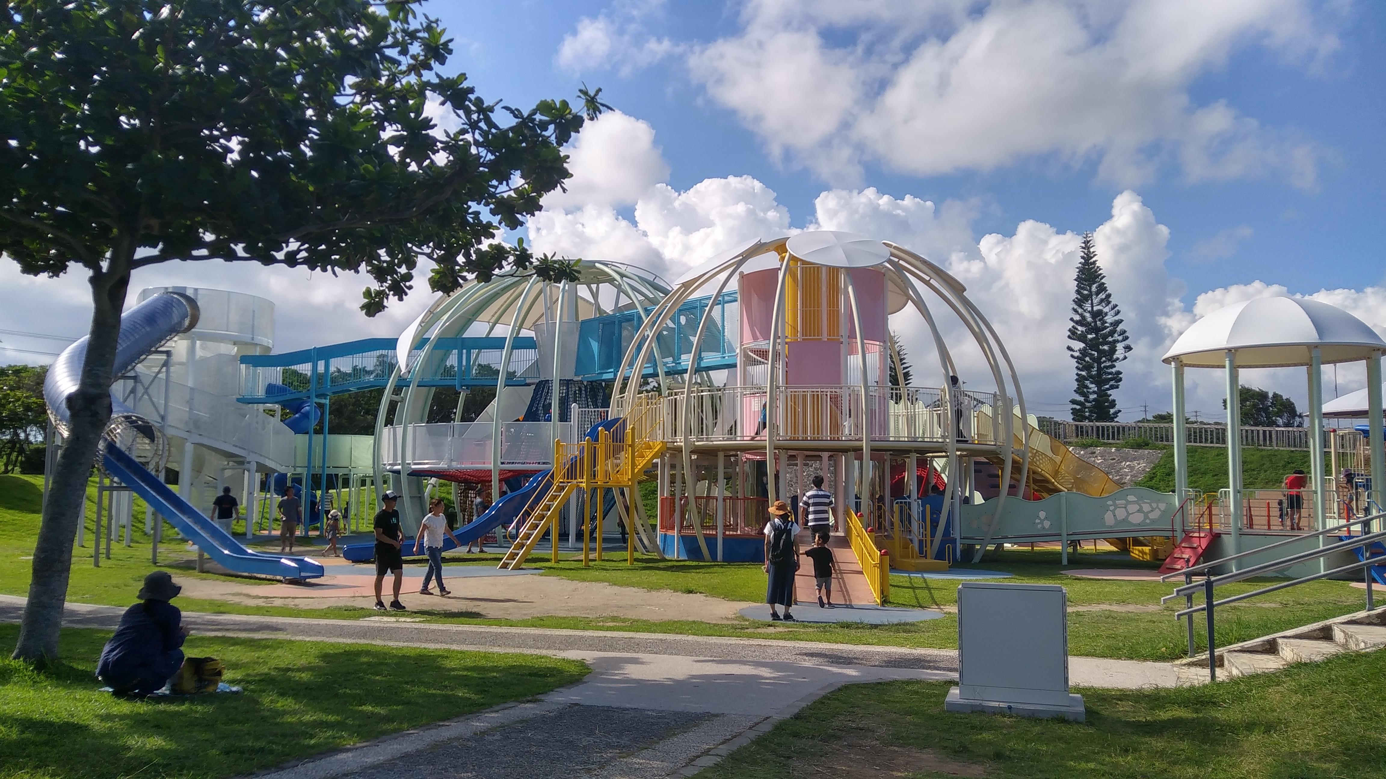 平和記念公園の命の卵。大型遊具